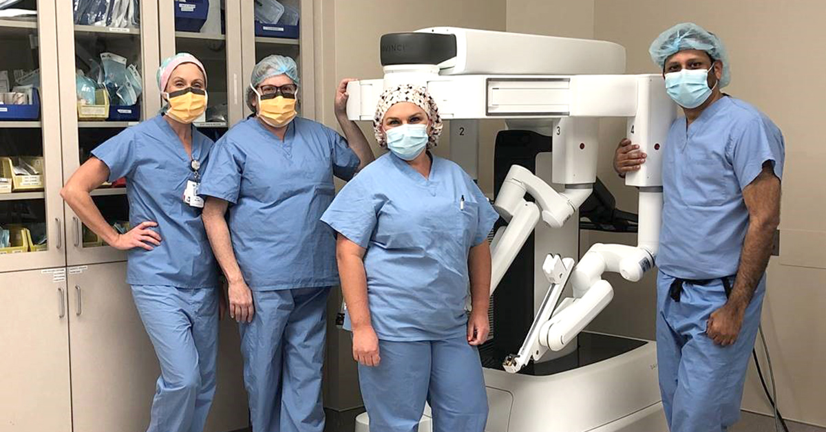 The Southampton Medical Center team with their da Vinci XI Surgical System.